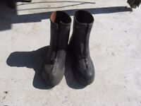 Over shoe rubber boots
