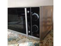 Tesco 650-700W silver microwave
