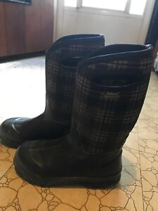 Bogs boots size 4