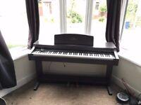 Yamaha Clavinova CLP-820 piano with free stool