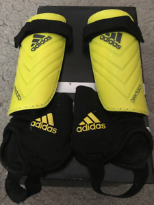 Adidas Predetor Yellow and Black Shin Guards (M)