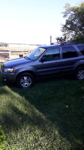 Selling 06 Ford Escape Limited AWD  ( needs new transmission)