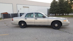 2010 Ford Crown Victoria STREET APPEARANCE P7B PACKAGE