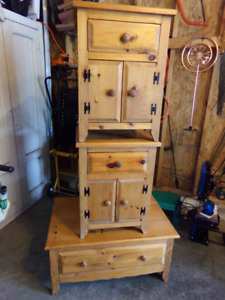 BEAUTIFUL  MENNENITE CRAFTED PINE COFFEE / 2 END TABLES