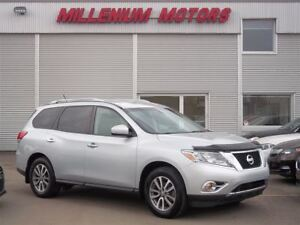 2013 Nissan Pathfinder SV AWD / EASY FINANCING AVAILABLE