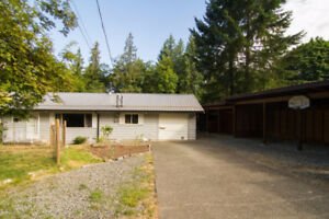 Large property located in beautiful Cobble Hill!