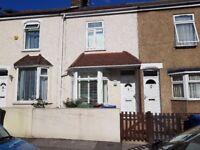 Gorgeous 3 bedroom house *7 mins walk to Grays station