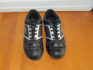 Black Rawlings youth soccer shoes - size 4
