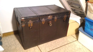 Vinatge Travel Trunk/Coffre de voyage antique
