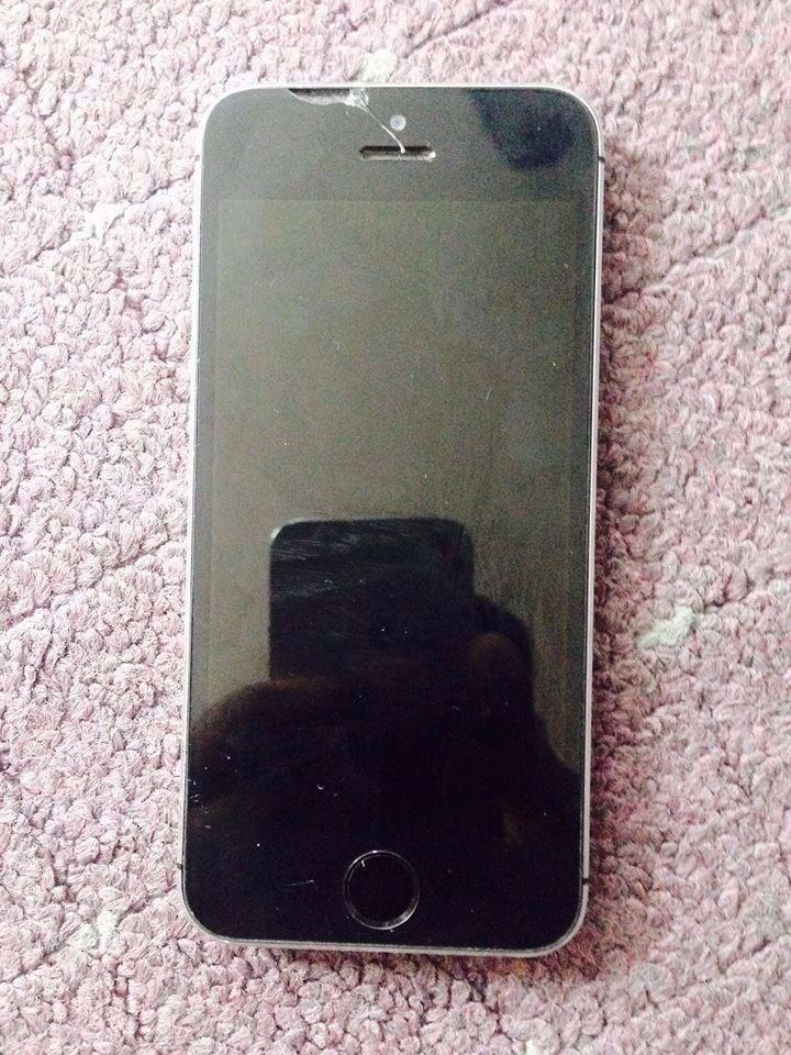 faulty reception black apple iphone 5s on ee 16gigin Sherwood, NottinghamshireGumtree - faulty reception apple iphone 5s on EE 16 gig the reception comes and goes i dont know why iclouds been removed also can be a cheap fix for anyone great condition other than 2 cracks on the back but being a black phone you cant see them lol a little...