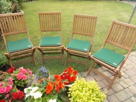 A SET OF FOUR ROBERT DYAS WOODEN FOLDING CHAIRS C/W CUSHIONS