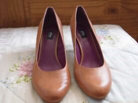 Tan Leather Shoes by Oliver; Size 40