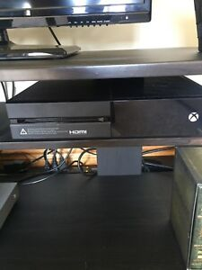 Xbox One 500gb + controller & 2 games