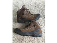 Men's Salomon goretex hiking boots worn once.
