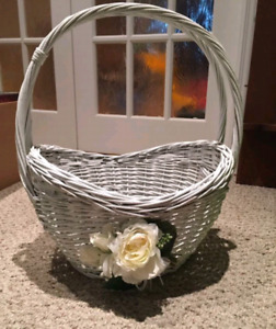 Large Wicker Basket with removable flower