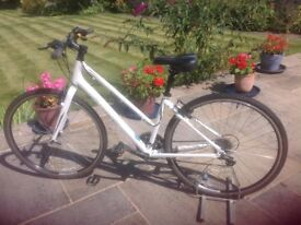 lightweight hybrid ladies bike 24 speed top spec white Giant Escape