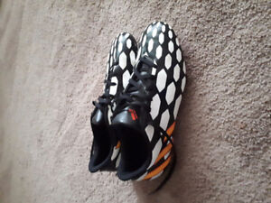 Boy's size 8.5 Adidas soccer cleats/shoes $13