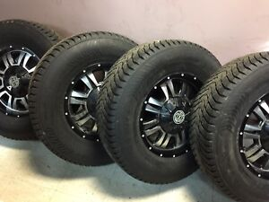 265/70R17 Nokian Hiver comme neuf Mags HD 1200$