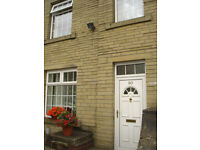 Mid Terrace House - Through Property, 15 Min Walk To University - Halifax Old Road, Birkby, HD1