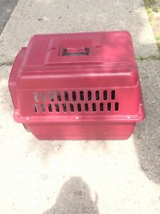 Dog crate / dog carrier