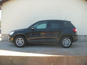 2010 Volkswagen Tiguan SE MODEL IN GREAT SHAPE FUN AND SPORTY TO