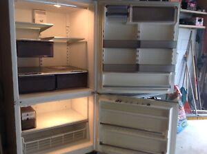 Amanda Frost Free refrigerator/freezer 20cubic ft.
