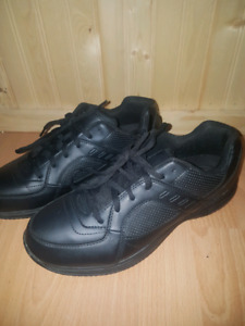 Safe-T-step slip resistant shoes Mens 9 1/2