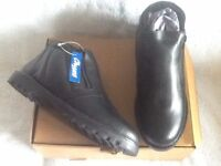 BRAND NEW MENS LEATHER BOOTS - SIZE 8