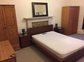FAO STUDENTS/PROFESSIONALS : Superb, spacious 2 bedroom & Large lounge West End flat!