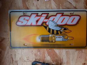Plaque skidoo