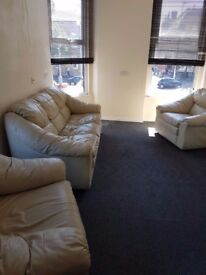 One Bedroom Flat, central Lurgan, all amenities, partly furnished