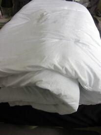 Fogarty Hollowfibre Superking Duvet size 13.5tog min