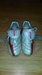 Kids soccer shoes size 10