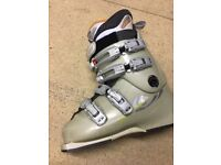 SALOMON Ladies size 4 ski boots