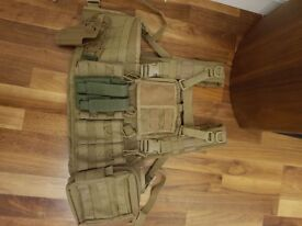 Warrior recon vest with pouches with holster