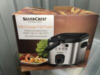 Silver crest mini deep fat fryer unused/mint/boxed)