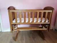 Troll oak swinging glider crib/cradle
