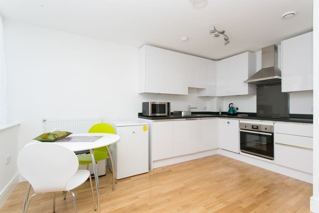 *AVAILABLE NOW* MODERN FULLY FUNISHED 1 BEDROOM APARTMENT - CLOSE TO CUTTY SARK DLR, SE10