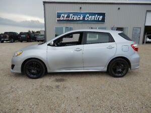2009 Toyota Matrix XRS Roof 5spd Low Kms Custom wheels Hatchback
