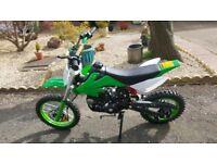 Pitbike / dirtbike 125cc 2017 model electric start kick start bike is fast plus full body suit new