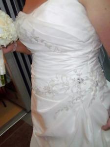 Beautiful size 16 Wedding dress $260 obo