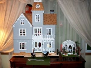 Victorian Mansion Doll house with lights and turntable.