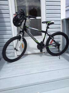 "Brand NEW 2017- VAGABOND 24"" Black Spectrum Bike includes Helmut"