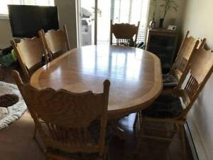 ⭐️⭐️Roxton Solid Maple Dining Table with 6 chairs