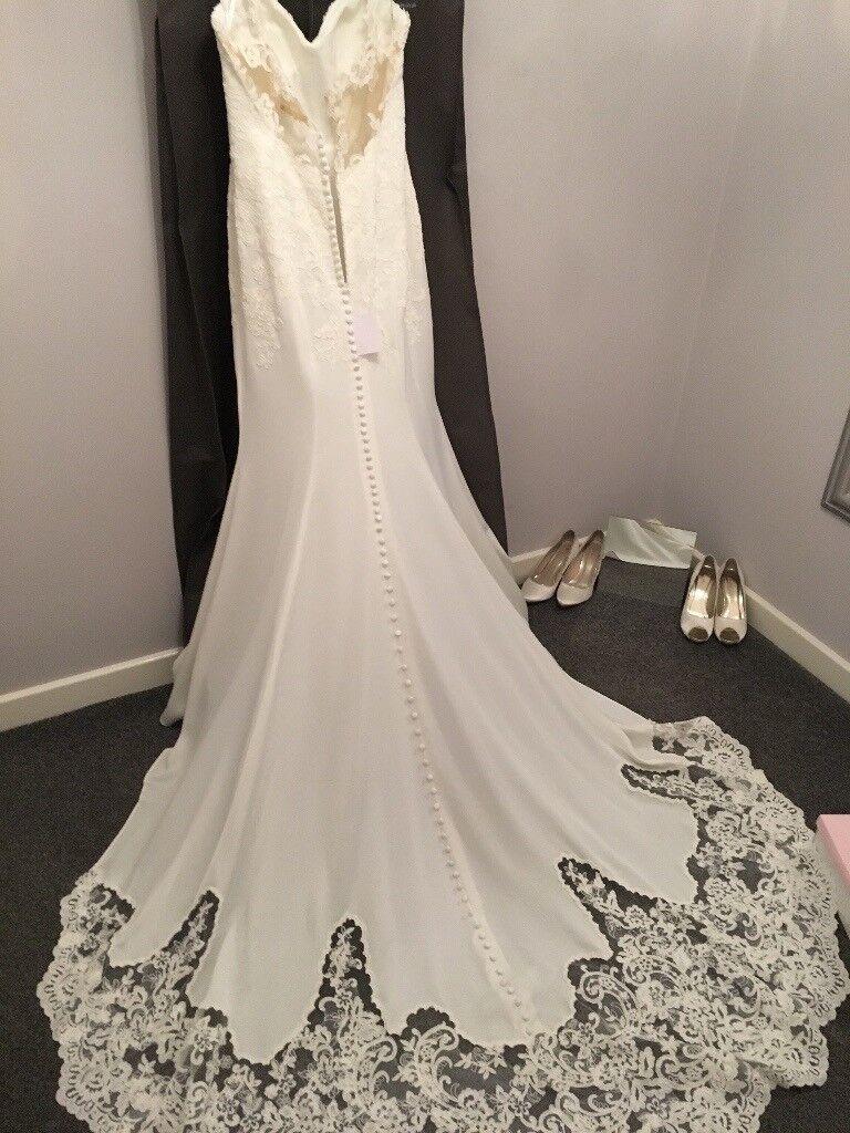 Brand New Essense Of Australia Wedding Dress Size 12