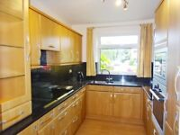 Large room to rent in a shared flat GU1