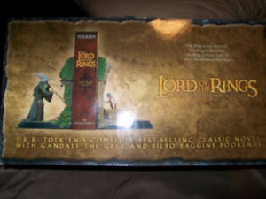 """Lord of the Rings Bookends Gandalf and Bilbo """"MINT"""""""