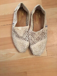 Women's Toms shoes