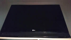 """32"""" LG TV with wall mount bracket"""