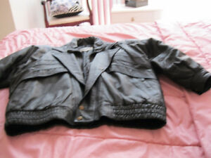 VINTAGE UNISEX REAL LEATHER BLACK JACKET EXCELLENT IN CONDITION